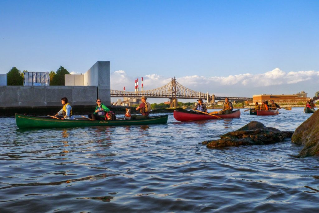 NBBC canoes near Roosevelt Island, photo by Klaus S.